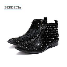 Botas estilo glitter online-2018 diseñador de moda de lujo remaches punky de los hombres botines de crin en punta del pie de los hombres botas de moto estilo británico vestido botas negro 38-47