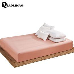 O poliéster coube a folhas de cama da cor contínua com faixa de colchão elástica O linho de cama 160 * 200 CM pode ser personalizado por atacado de Fornecedores de quilt overs