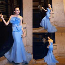 Canada Dernières robes de soirée sirène bleu clair Charme bretelles Big Bow Design robe de bal dos nu Robes de créateurs de mode piste supplier royal blue gown images latest design Offre