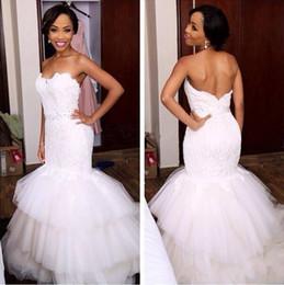 Vestidos modestos feitos sob encomenda da menina on-line-2019 Modest Africano Menina Preta Lace Sereia Vestidos De Noiva vestido De Noiva Plissados Baratos tiered saia de tule branco País personalizado Plus Size