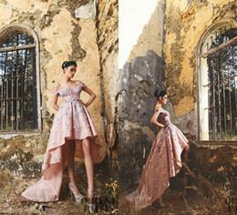 Zuhair Murad Prom Dresses High Low Pink Lace 3D Floral Applqiues Off The Shoulder Una linea elegante abiti da sera da sera 2018 Abiti da ragazza da abito da sposa glitter backless blu indietro fornitori