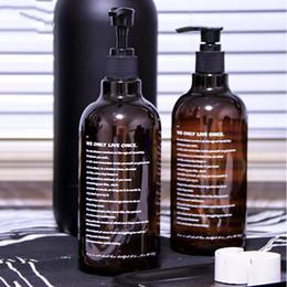 botellas de champú de plástico marrón Rebajas 500 ml de plástico marrón Sub-botella de almacenamiento Escandinavo Carta de impresión Champú de baño Botella de almacenamiento Elegante botella de loción líquida