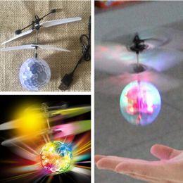 2020 flash led infrarrojo LED Flying Ball Helicopter Flying Flash Luz LED Juguetes remotos RC Sensor infrarrojo eléctrico Flying Toys para niños flash led infrarrojo baratos