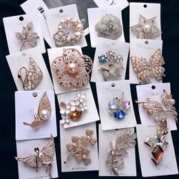 Diseñador de moda al por mayor Pins y broches para las mujeres niñas pines  de lujo rhinestone flor animal placa de cristal broches joyería barata 84d6d843ec5
