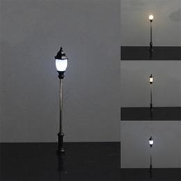 2019 nuovi modelli hanno condotto luci 6cmMetal Park Cortile Lanterne Strade Lampada Modellismo Luci a LED Lampione Modello Street Lighting Mode Accessori Nuovo 1 84sb Z sconti nuovi modelli hanno condotto luci