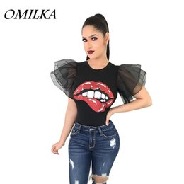 Maglietta nera del manicotto del soffio online-OMILKA 2018 Summer Women Puff Sleeve Red Lips stampato Crop T Shirt Casual Nero Bianco Giallo Mesh Blue Club Party Tops Tees