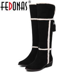 fc876448d3 FEDONAS 100% Vaca Suede Rodilla Botas Altas Para Mujeres Tacones Altos Largo  Cálido Invierno Botas de Nieve Borlas Zapatos Tight mujer