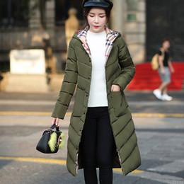 Le donne in giù i parkas online-Nuove parka lunghi con cappuccio femminile di inverno delle donne cappotto di spessore giù il cotone tasche Womens Outwear Parkas Plus Size XXXL