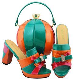 Zapatos de vestir de teal para las mujeres online-Los últimos zapatos de mujer verde azulado y naranja con diseño africano de nudo y juego de bolsos para el vestido MD003, tacón de 9 cm