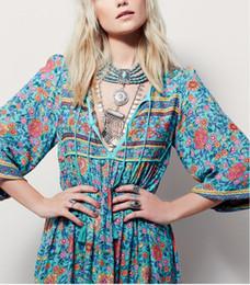 Tallas grandes ropa hippie online-2018 Nueva Bohemia con cuello en V Maxi vestido largo de las mujeres estampado floral retro hippie vestidos de ropa Boho grande más el tamaño ocasional de la playa vestidos de verano