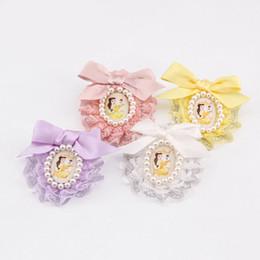 Broches de joyería de estilo coreano Pin Perla de encaje artesanal Broche de alfiler Vintage Beauty Head 4 Color Select desde fabricantes