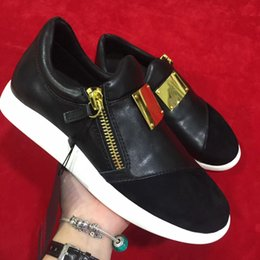 Wholesale Solid Flat Gold Chains - men women couple shoes with gold scutcheon chain casual flat loafers new pattern low top black leather shoes