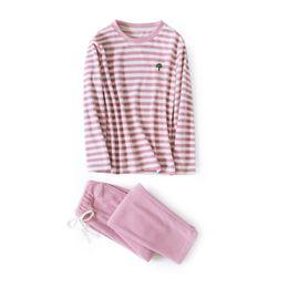Linda Rosa Pareja Polar Fleece Pijamas Establece Mujeres Invierno Cálido Ropa de Dormir Traje de Pijama de Raya Suave Hombres Home Wear Pijama Mujer desde fabricantes
