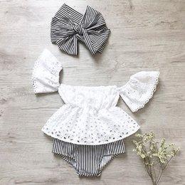2018 INS bebé niña niño 3 piezas conjunto de encaje encaje Hollow Off hombro Tank Tops camisas chaleco + pantalones cortos Pantalones bombachos con arco diadema desde fabricantes