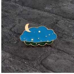 Sacos da lua da estrela azul on-line-Nuvens dos desenhos animados Estrelas Lua Broche de Metal Azul Esmalte Noite Pin para Mochila Jaqueta jeans Camisa Criativa Moda Pin Emblema Presente