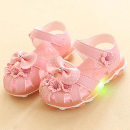 Pattini principali a buon mercato online-Bow Flower LED Flash Girl Shoes Mini Melissa Newest Princess Girl's Sandali Kids economici luminosi scarpe casual 3 colori