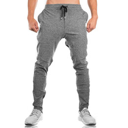 Pantalones deportivos al por mayor de los hombres que ejecutan la ropa de deportes de la aptitud pantalones de entrenamiento rectos negros al aire libre Pantalones masculinos de la primavera respirable para el basculador desde fabricantes