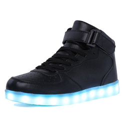 Las mujeres brillan en los zapatos online-AdultKids Boy High and High's LED Light Up Shoes Zapatos deportivos brillantes Zapatillas con suela luminosa para mujeresHombres