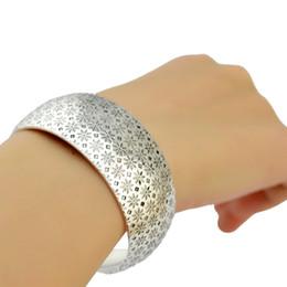 Weinlese breites silbernes armband online-Weinlese-silberne Farbe, die Blumen-justierbares breites Stulpe-Armband-Armband-geöffnetes Armband für Frauen-Schmuck höhlen lässt