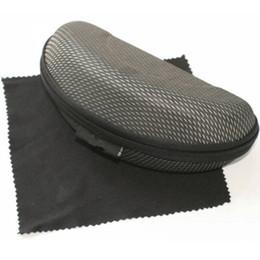 2018 marca de moda Gafas de sol cubierta de la caja Negro grandes anteojos  caja de bolsos con paño de limpieza para mujeres y hombres al por mayor  mujeres ... aea5f58fc6f9