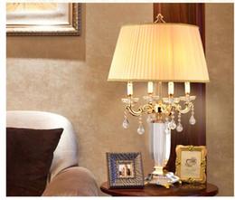 draußen mobile bars Rabatt Heißer Verkauf Europäischen D500mm H900mm Goldene Kristall Tischleuchte Schreibtisch Licht Hochzeit Kandelaber für Tischlampe AC 100% Garantiert