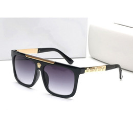 Wholesale free pc protection - 2018 New Fashion UV Protection Italy Brandgey Designer Gold Chain Tyga Medusa Sunglasses Men Women Sun Glasses Free Delivery
