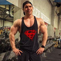 Venta caliente chaleco de gimnasia ropa fitness para hombre músculo culturismo camiseta sin mangas hombres gimnasio sin mangas singlete ropa desde fabricantes