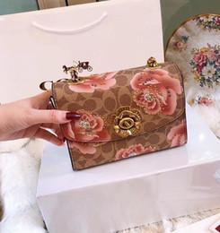 Abalorios patrón de bolso de hombro online-2018 Otoño e Invierno Noble Moda Señoras de cuero genuino patrón de flores Beads decoración Mini bolso de hombro