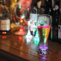 2019 kylie jenner maquillage de noël En gros LED Coaster LED Clignotant Bouteille Haute Luminosité Ultra Mince Tasse Autocollant À La Mode Articles de fête pour Party Club Festival LEF02