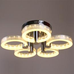 cucine di cottage bianche Sconti I moderni lampadari acrilici dell'acciaio inossidabile brevi lampade del salone hanno condotto la lampada 90 ~ 260v WCL002 del lampadario del cerchio
