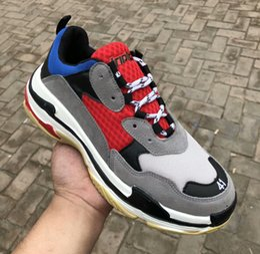 Hot !! 2018 Fashion Paris papà Triple-S Sneaker Triple B Casual Luxury Dad Shoes per uomo Donna Beige Nero Sports Tennis Running Shoe 36-4 cheap fashion tennis shoes da scarpe da tennis di moda fornitori