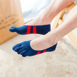 носки с низким вырезом Скидка Мужские Лодочные Носки Пять Пальцев Toe Хлопок Low Cut Тренер Спортивные Носки Свободный Размер Мода 10 Цвет