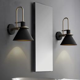 Lampes de chevet fer en Ligne-Applique nordique Lampe de chevet Chambre Salon moderne Passerelle Escalier Simple Fer Ceinture Applique murale
