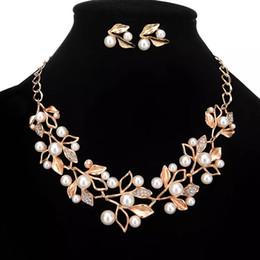 Brillante 2 Sets Rhinestone Cristales Perlas Joyería nupcial Flores de oro baratas Collar y pendientes para fiesta de baile Accesorios para fiestas desde fabricantes