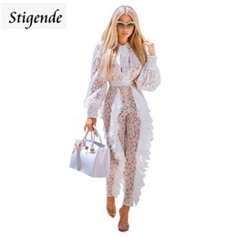 Stigende See Through Mesh Lace Ruffle Jumpsuit Femmes Manches Longues Sexy Party Jumpsuit Creux Out Bow Tie Romper Clubwear ? partir de fabricateur