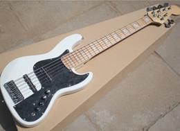 Белый пикап онлайн-Фабрика Оптовая 6 строк Белый электрическая бас-гитара с черной накладкой,Палисандр накладка,белый жемчуг блок инкрустация