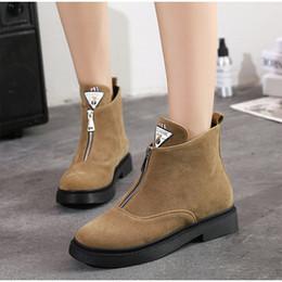 ed6970d9a70 2018 otoño mujer moda Martin botas de gamuza frente Zip tacón bajo  deslizamiento plataforma botines mujer Vintage Casual zapatos para mujer  rebajas ...