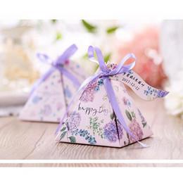 2019 pirámide de papel en caja Caja de regalo de papel Cajas de dulces para decoración de la boda Star Pyramid Cajas de favor triángulo Fuentes de fiesta festivas Cajas de favor 093 pirámide de papel en caja baratos