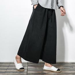 Hombres nuevos pantalones de pierna ancha de algodón lino estilo japonés  kimono moda masculina informal suelta pantalones cómodos falda pantalón f380bbf81ea