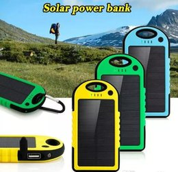 Banco de energía para teléfonos celulares online-50000mAh Banco de energía solar a prueba de choques, a prueba de polvo, a prueba de polvo, batería de energía solar portátil, para el teléfono móvil iPhone 8 7Plus Samsung s8