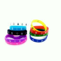 Puños de silicona online-Nueva Corrida Real 100 unids Letras crucifijo Imprimir Elastic Silicone Bracelet Trendy Rubber Elasticity Wristband Muñequera Cuff Sport regalo