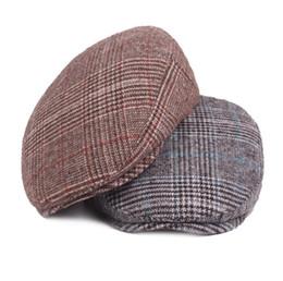 2019 chapeau de laine noir oreille de chat 2018 béret d'automne de chapeau d'hiver de mode hommes et hiver vérifier coton capuchon chapeau d'âge moyen livraison gratuite