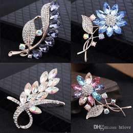 2019 grandi spille di cristallo di nozze Big Crystal Flower Large Spilla Grape Pins and Brooches Wedding Jewelry Bigiotteria Corpetto Dress Coat Accessori sconti grandi spille di cristallo di nozze
