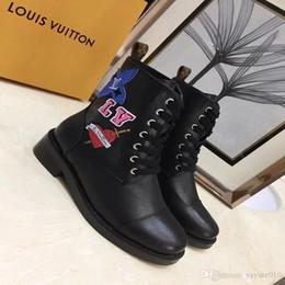bottes courtes en daim Promotion Top cuir martin femmes bottes talon aigu bottes de Rome bonnet de ceinture en métal personnalité de la mode creux bottes courtes spectacle nouveau chaussures 35-40