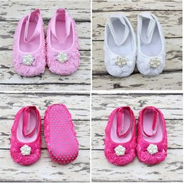 Wholesale Girls Baptism Shoes - DIY Hot Sale Pearl Rhinestone Pearl Baby Feet Baby Shoes Photo Flower Bow Baby Foot Ornaments Infant Baptism Shoes Random Color KC98
