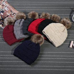 Unisex Sombreros de moda de invierno Piel de punto Pom Beanie Label Fedora Cable de lujo Slouchy Skull Caps Moda Ocio Beanie sombreros al aire libre F898-1 desde fabricantes