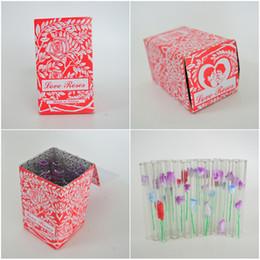 2019 amore vetro fiore rosa Tubo per tubo bruciatore olio con tubo in vetro rosa da 1 mm Tubi di vetro per fumatori con fiori di plastica Tubo di tabacco per mani da 4 pollici di lunghezza 36 pezzi / scatola sconti amore vetro fiore rosa