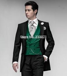 Sastre personalizado Traje de Esmoquin Traje Negro Chaleco Verde Muesca de Solapa Mejor hombre Groomsman Hombres Vestido de Fiesta de Boda (Chaqueta + Pantalones + Chaleco) desde fabricantes