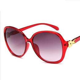 52d0c9c7d8 Brasil Gafas de sol redondas calientes Lindas Tamaño pequeño Ojos Sombras  Hombres Mujeres Europa Estilo de verano Círculo Marco rojo Barato Gafas de  sol ...