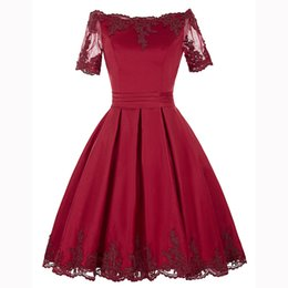 2018 New Burgundy Real Photos A-Line Off-Shoulder Illusion Sleeve Satin Prom Dress Lace Apliques Vestidos de cocktail Na altura do joelho Vestido de festa de